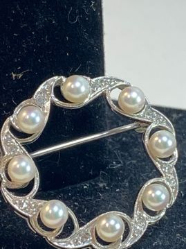 Vintage 14K White Gold Circular Brooch with Diamond & Pearls.